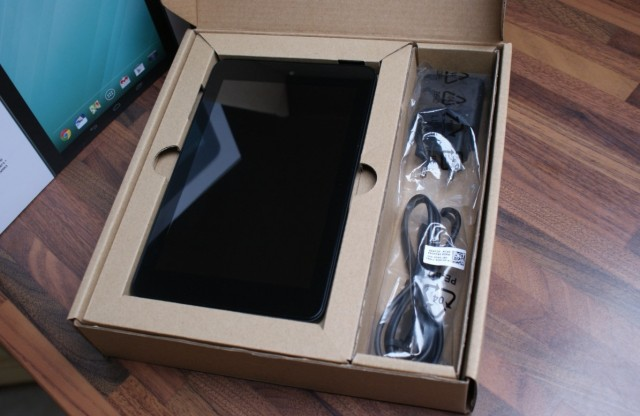 dell-venue-7-un-box